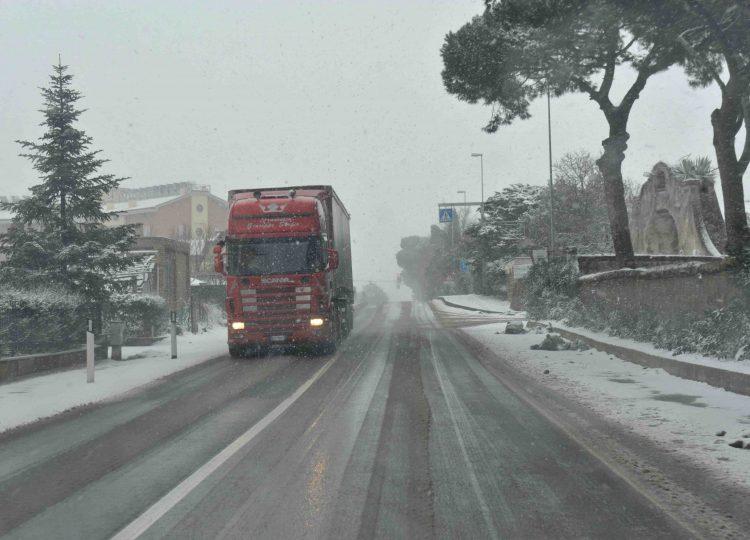 Maltempo, strade ghiacciate in mattinata