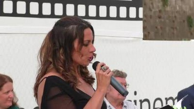 Francesca Vian presenta ''Resistere in piedi''