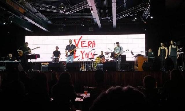 I ''Vera Lynn'' sul palco del Claudio