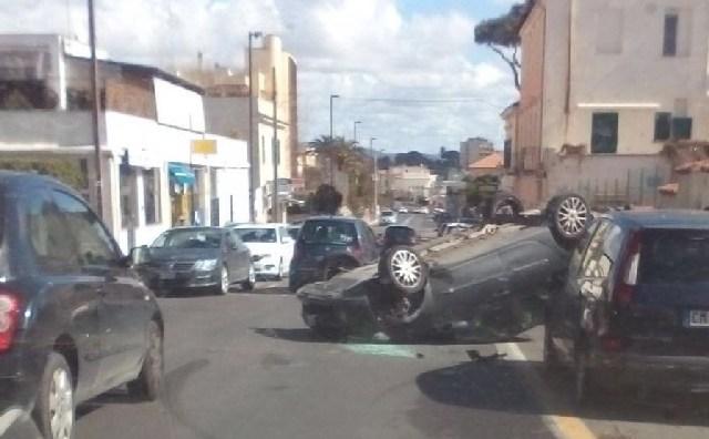Santa Marinella: spettacolare incidente sull'Aurelia