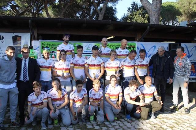 Il Team Bike campione con Tarallo e Casati