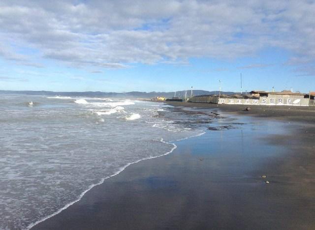 Sparisce con la mareggiata la spiaggia dell'Ostilia