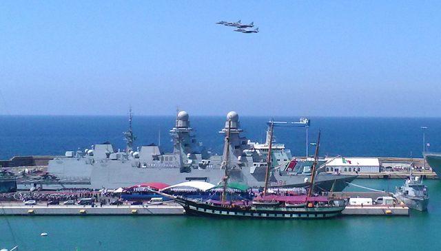 Sorvolo aerei giornata della Marina (foto Paolo Gianfrate)