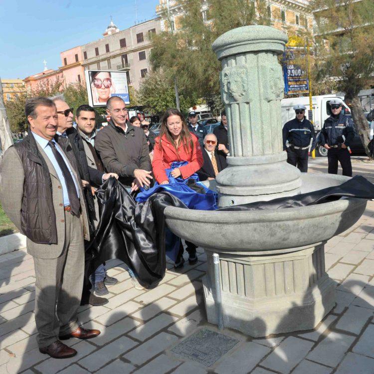 Restaurata la fontanella del Viale
