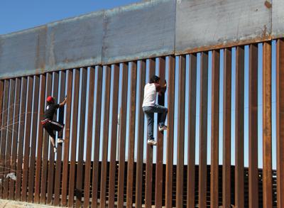 """Niente soldi per il muro con il Messico, ma Trump insiste: """"Si farà"""""""