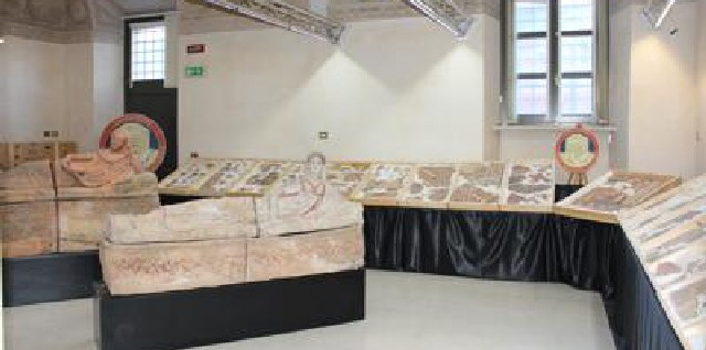Recuperati tre affreschi di una tomba etrusca