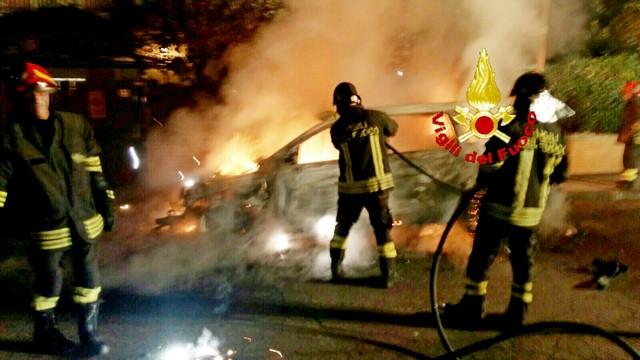 In fiamme l'auto del consigliere: si indaga sulle cause