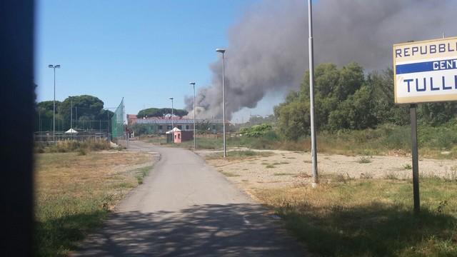 Incendio alle spalle del Villaggio del Fanciullo
