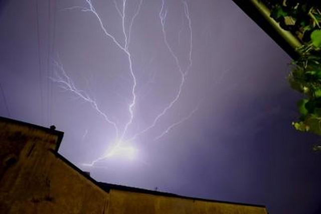 Meteo. Arriva la tempesta di fine estate: temporali, nubifragi e 10° in meno