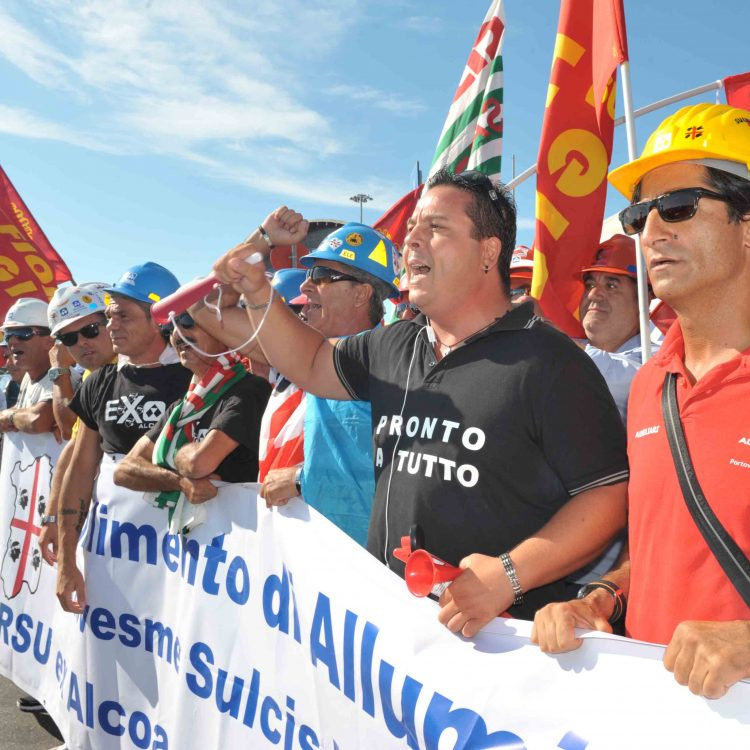 Parte dal porto la protesta dei lavoratori sardi