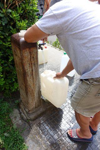Acqua: lunghe file alle fontanelle