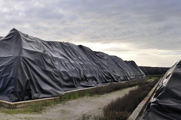 Stoccaggio di balle di combustibile da rifiuti in zona industriale, Civitavecchia dice no