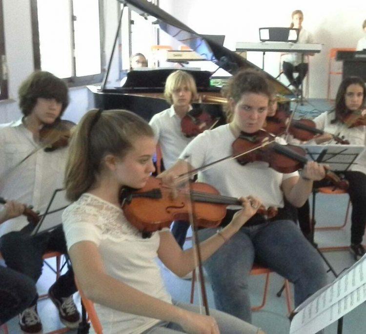 Emozionante spettacolo degli studenti della Don Milani di Valcanneto: applausi ed emozioni al concerto finale
