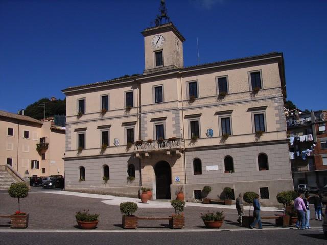 Cammilletti e Sgamma: ''La giunta Battilocchio vuole costruire case popolari al faggeto''