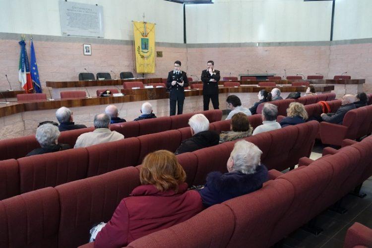 Truffe e furti: i carabinieri salgono in cattedra per mettere in guardia gli anziani