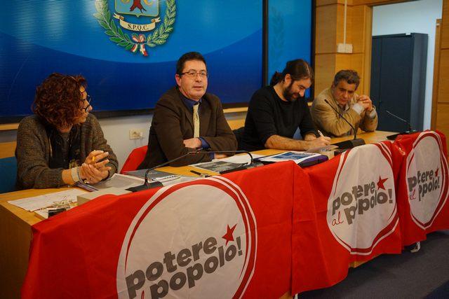Potere al popolo: candidati a gamba tesa sul M5S e sulla gestione del porto