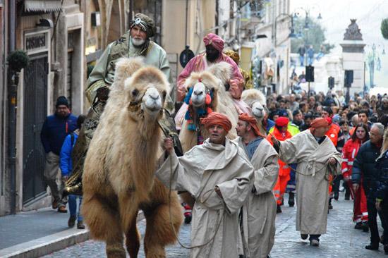 I Re Magi arrivano al Presepe vivente  di Tarquinia accompagnati dal corteo
