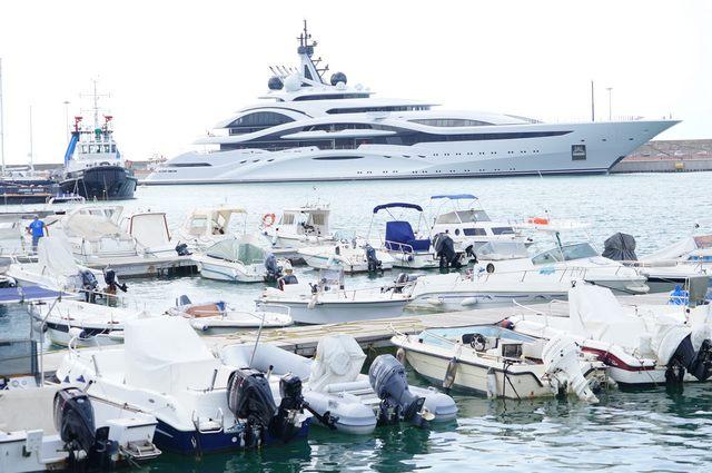 Lo yacht del presidente del Psg presente in porto
