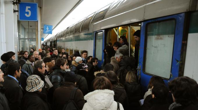 Treno guasto: pendolari bloccati per oltre due ore