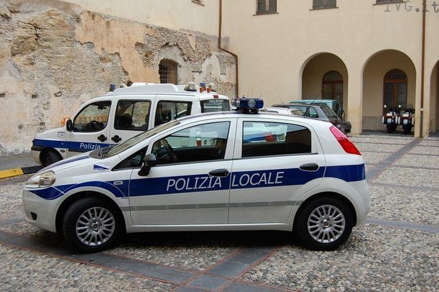 Dopo l'inseguimento è caccia all'uomo per la Polizia locale