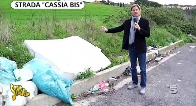 Rifiuti sulla Cassia Bis, Fare verde ringrazia ''Striscia la notizia''