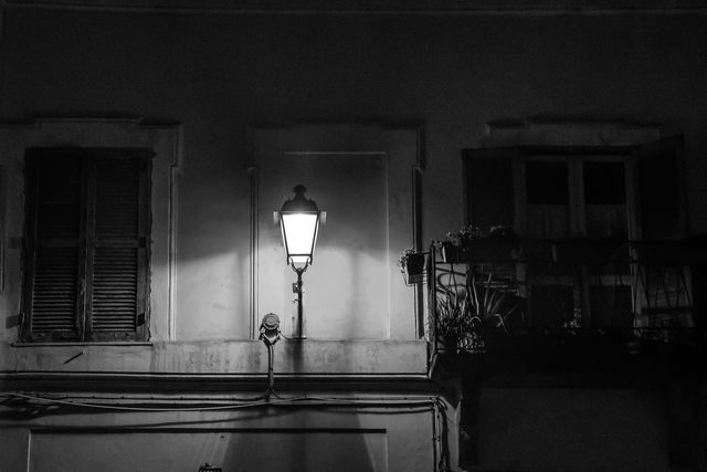 Il lampione (foto Enrico Paravani)