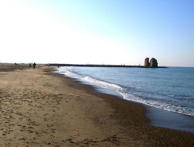 Weekend di rifiuti e maleducazione sulle spiagge e Torre Flavia