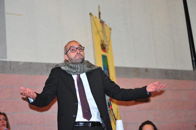 Cozzolino trema e corre in lacrime da Beppe Grillo