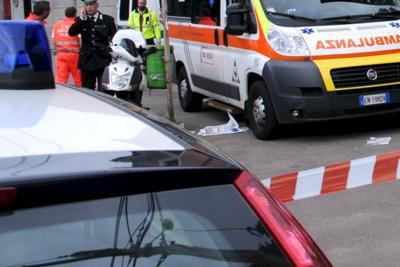 Auto contro palo: muore 22enne