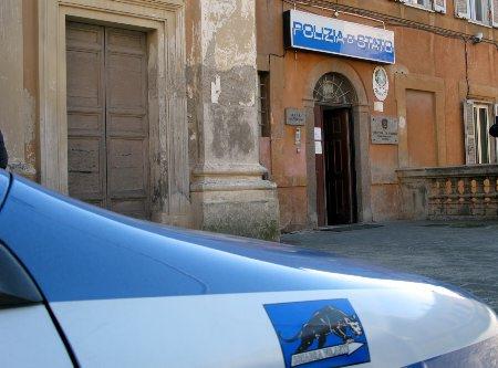 Rubavano creme e profumi: denunciati dalla Polizia