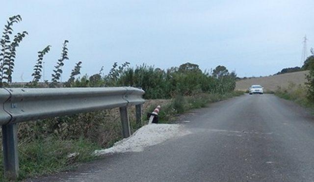 Strada del Pidocchio nell'abbandono:  erba alta e scoline invase da infestanti