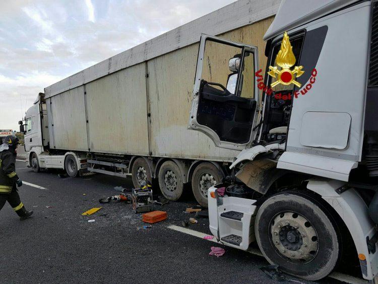 Spettacolare incidente sull'A12