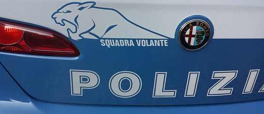 Tarquinia, ruba denaro dal registratore di cassa di un esercizio commerciale: preso dalla Volante della Polizia