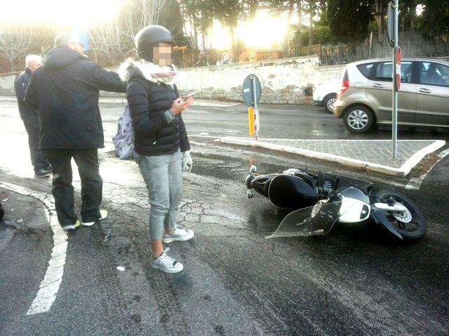 Incidenti a raffica sul torrente ghiacciato