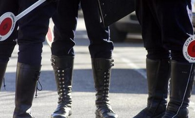 Padova, fa pipì in piazza: sindaco lo condanna a lavorare per la città
