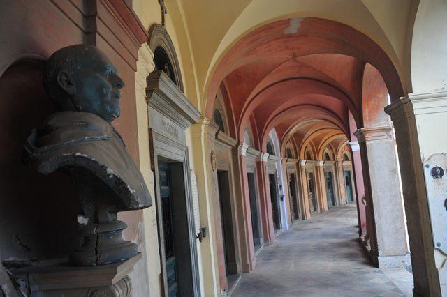 """Cimitero di via Aurelia nord: via alle esumazioni nel settore """"Guglielmi"""""""