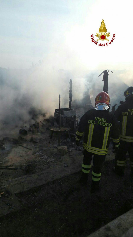 Rogo in una legnaia a Borgo dell'Argento: intervento dei Vigili del fuoco
