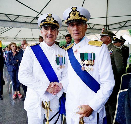 Tarzia ai saluti. Leone nuovo comandante della Capitaneria di Porto
