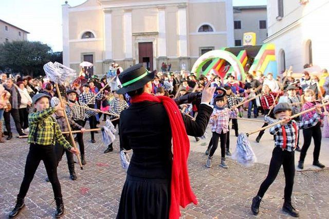 Giornata di colori per il carnevale allumierasco