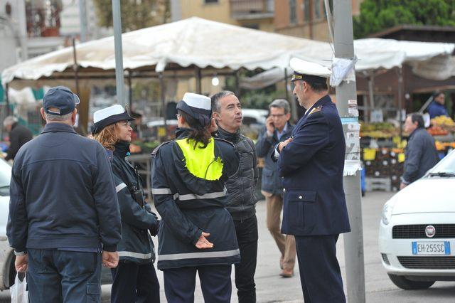 Controlli serrati della Polizia locale al mercato