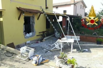 Esplosione in una villetta ad Anguillara: 4 feriti