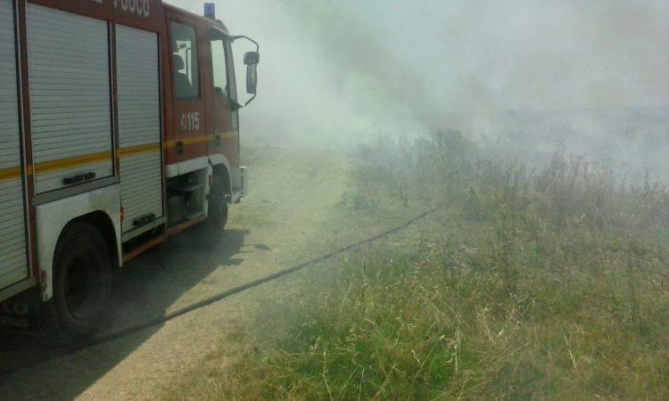 Incendio a Prato del mare: gran lavoro per i Vigili del fuoco