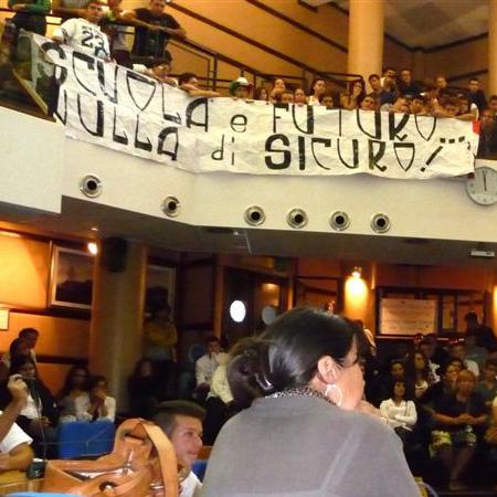 Ladispoli, studenti dell'alberghiero in piazza per la sicurezza
