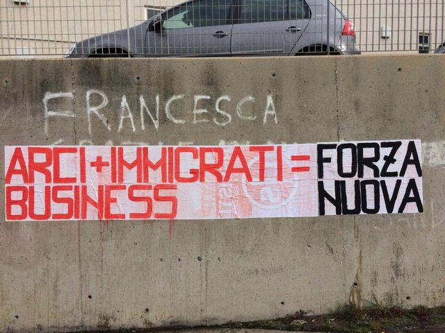 """""""Arci + migranti = business"""" firmato Forza nuova"""