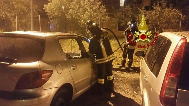 Cinque auto in fiamme a San Liborio