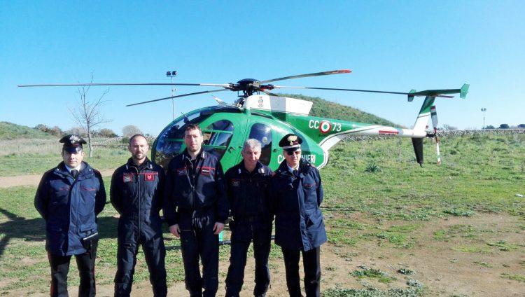 Elicottero dei Carabinieri Forestali in perlustrazione aerea sul territorio