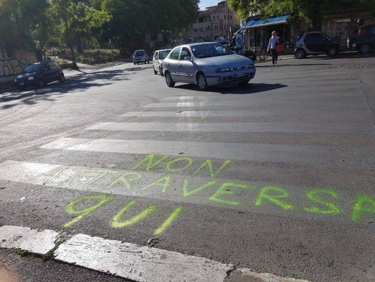 Roma, a Piazza Sempione spunta la segnaletica orizzontale 'fai da te'