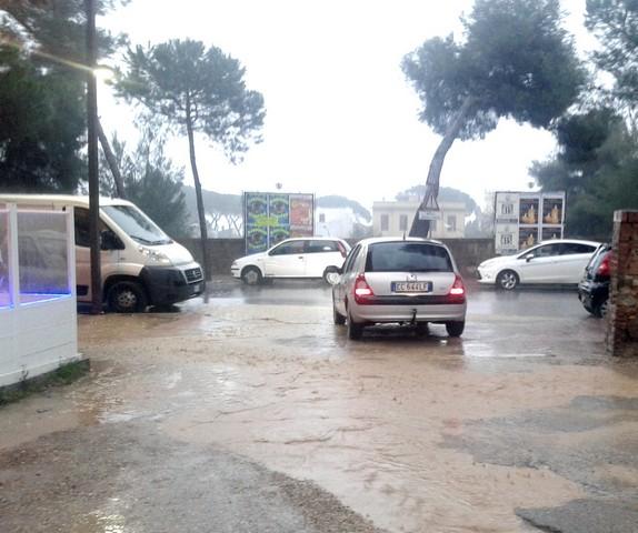 ''Il parcheggio del Cinema Lucciola una vera e propria piscina''