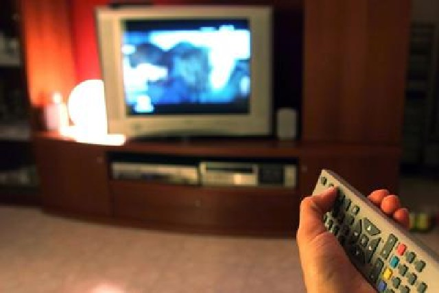 Vedovo da anni accende la tv e vede la moglie in diretta