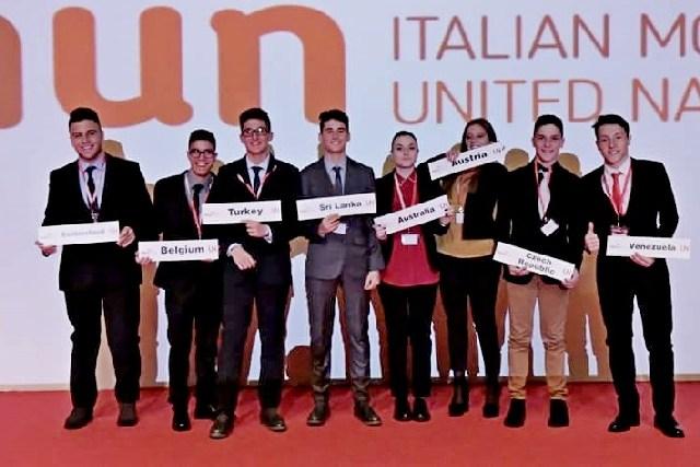 Diciassette studenti nei panni di ambasciatori
